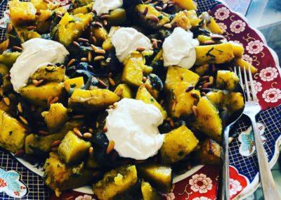 Butternut et oignons rouges rôtis avec sauce tahini